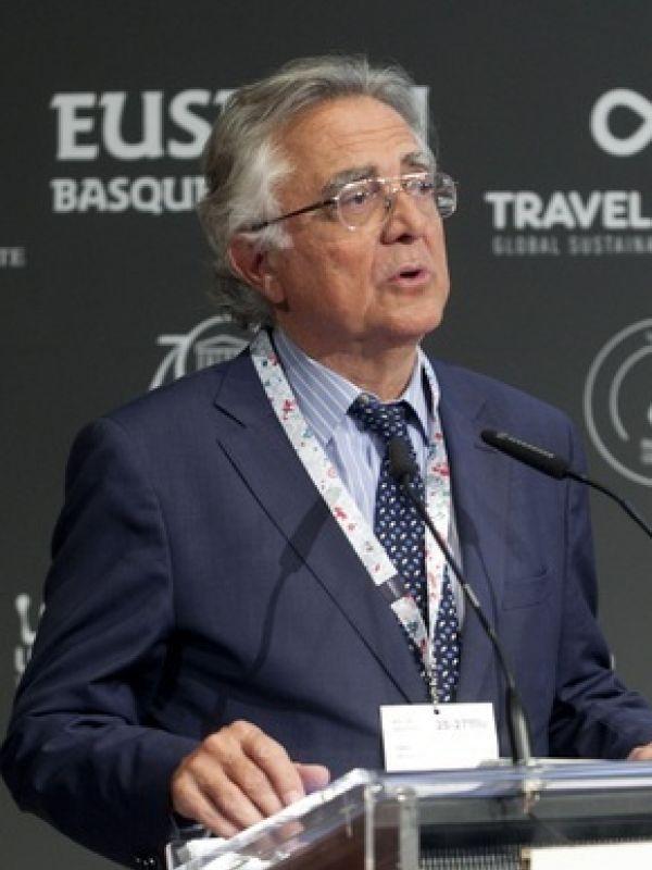 Dr. Tomás de Azcárate Bang